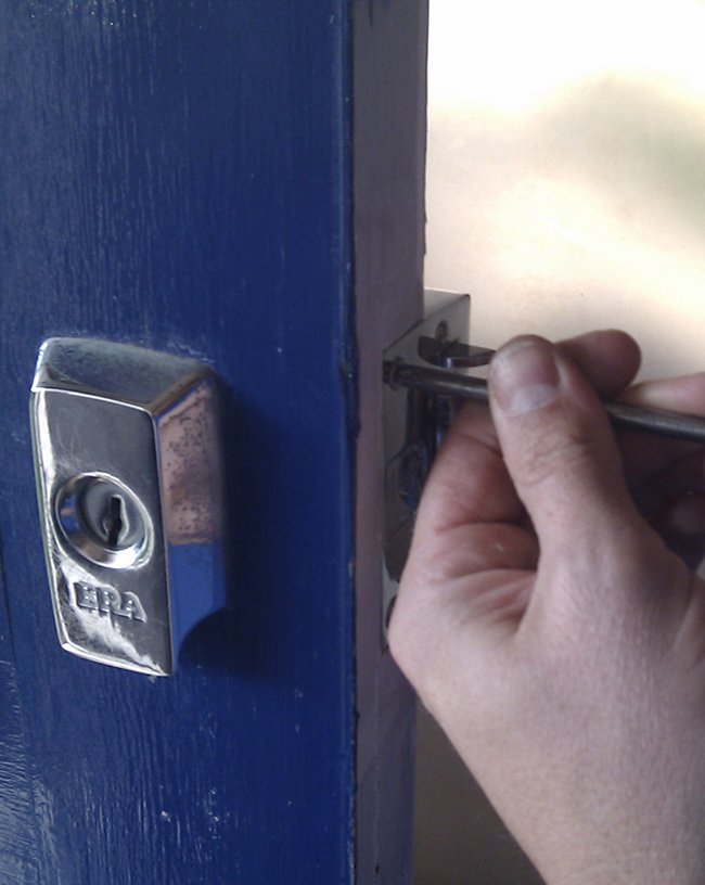 Lock Locksmith Tech Whittier, CA 310-975-3533